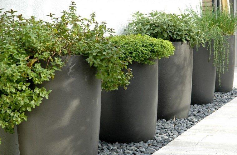 Jardineras inmensamente elegantes y funcionales for Plantas para macetas grandes de exterior