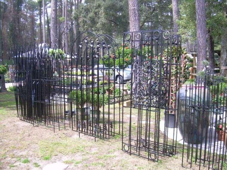 muchas rejas metal hierro jardin