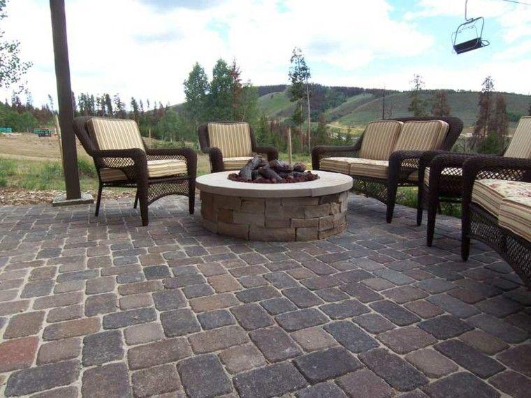 muebles patio fuego madera rocas