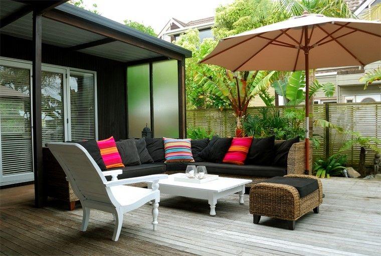 muebles piscina mesa cafe blanca cojines negros ideas