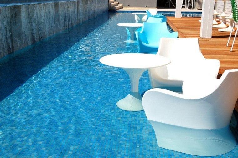 muebles plastico blancos dentro piscina modernos