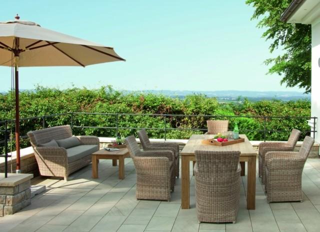 muebles teca terraza sombrilla dos espacios ideas