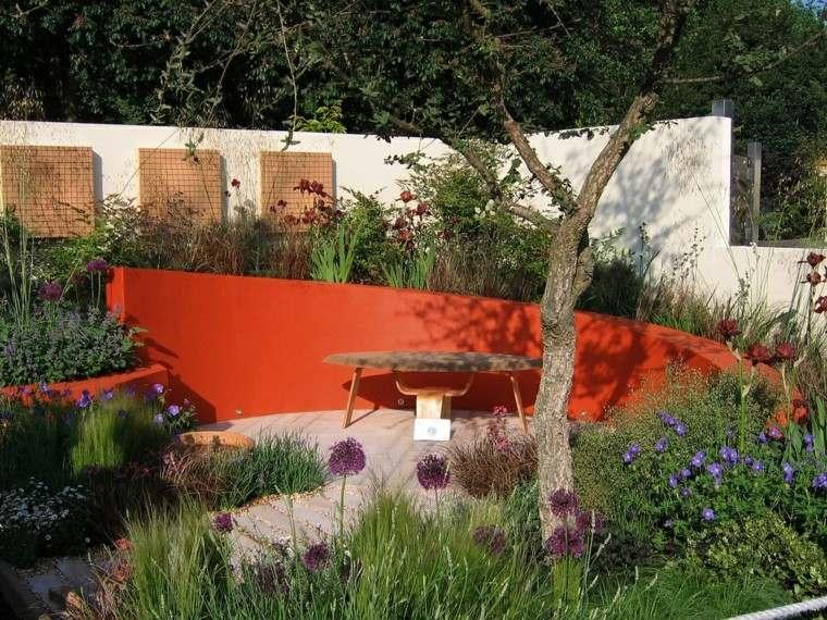 muro rojo creativo jardin llamativo