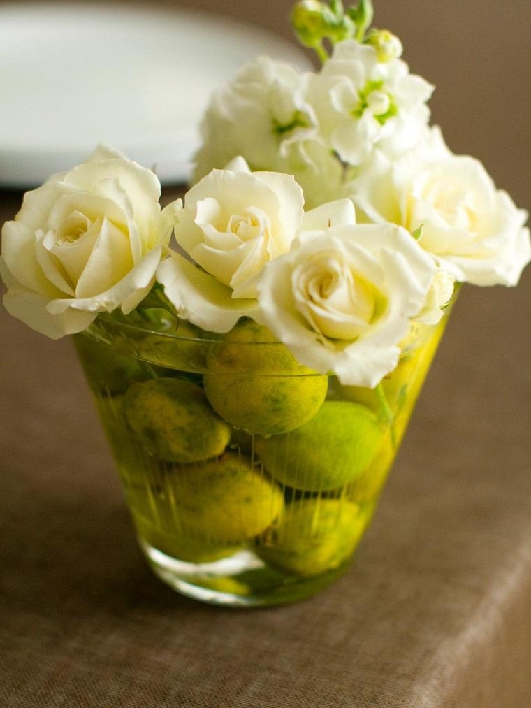 original idea rosas blancas limones recipiente moderna cristal