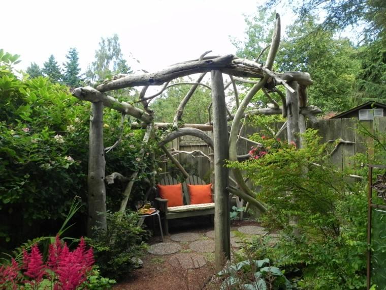 original pérgola troncos ramas jardín