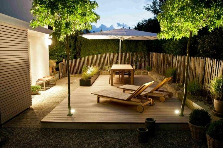 paisajes naturales muebles madera tumbonas sombrilla blanca arboles
