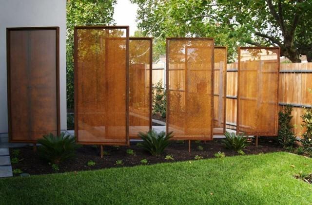 paneles acero decoracion jardin cesped