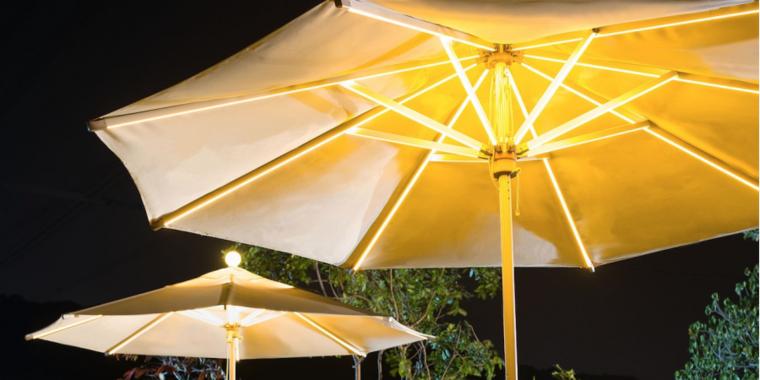 parasoles jardin luz noche