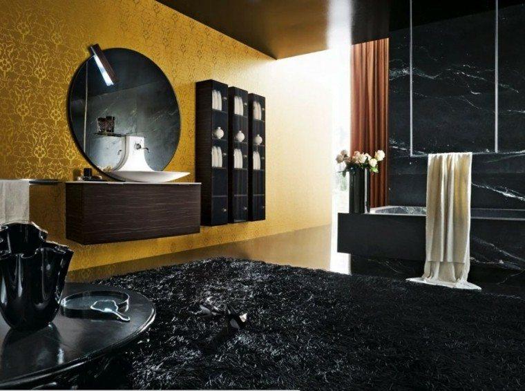 pared dorada alfombra negra pelos