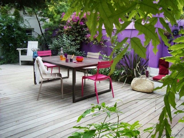 pared purpura sillas rosa beige madera ideas