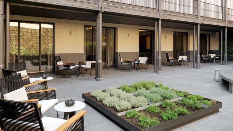 patio decoracion muebles cojines plantas jardin