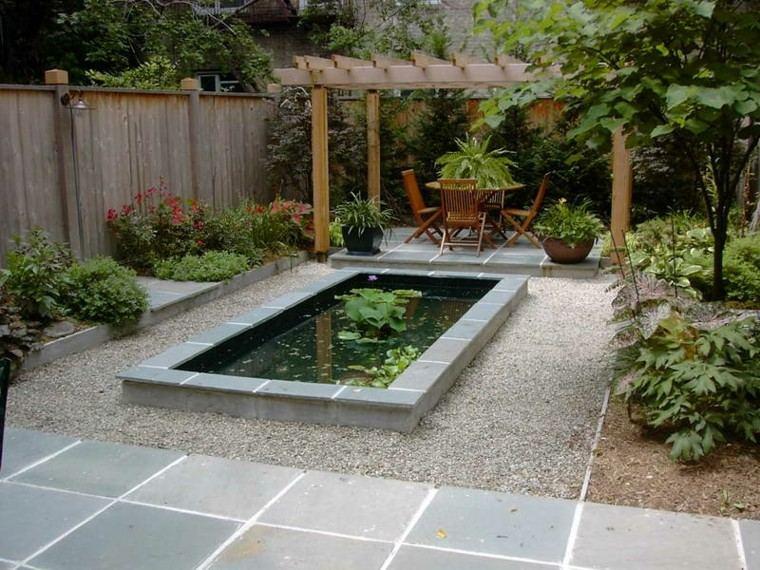 patio estanque grava guijarros jardin