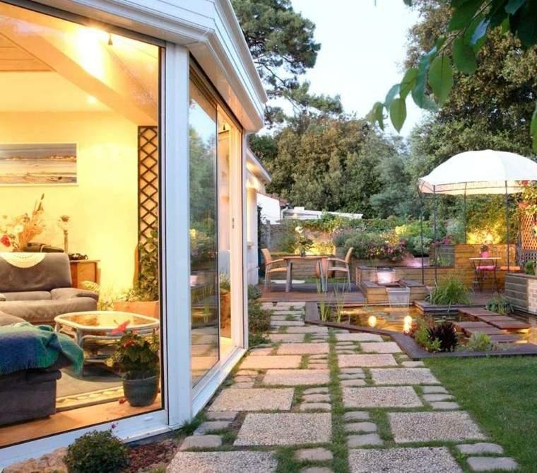 patio jardín bonito camino piedras