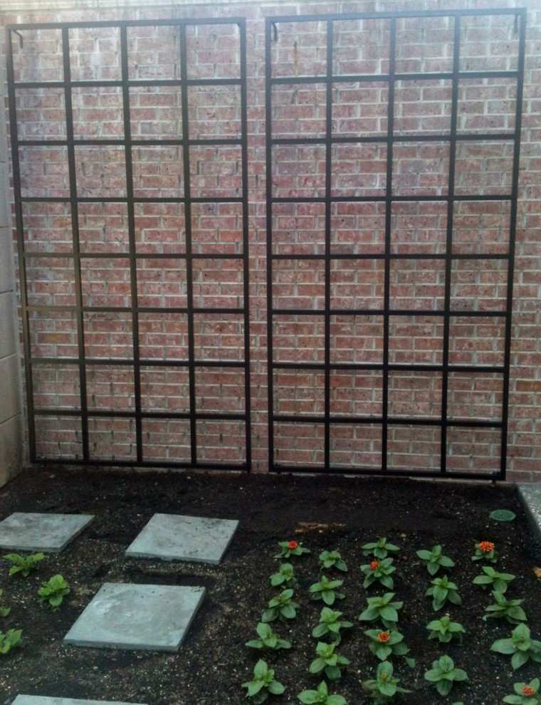 patio jardin muro rejas metal
