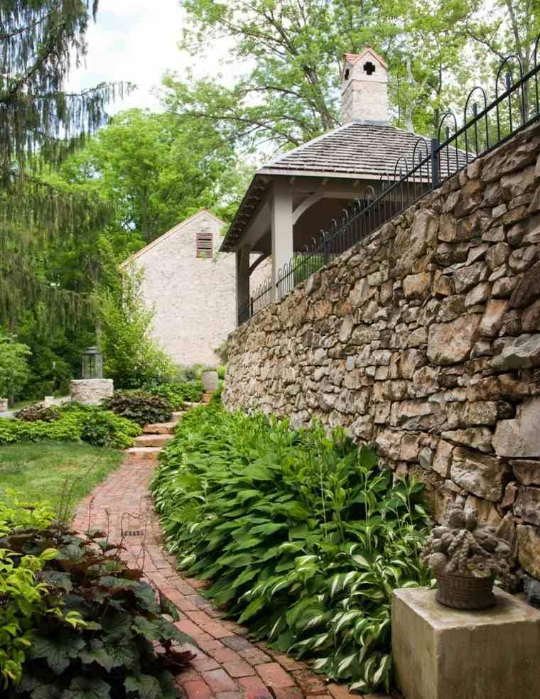 patio ladrillos sendero muro maceta