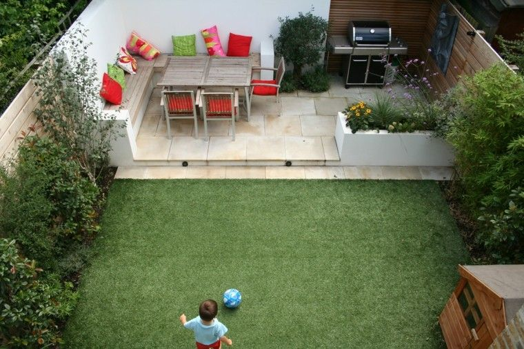 Jardines peque os y patios traseros de dise o nico - Decorar un patio pequeno ...