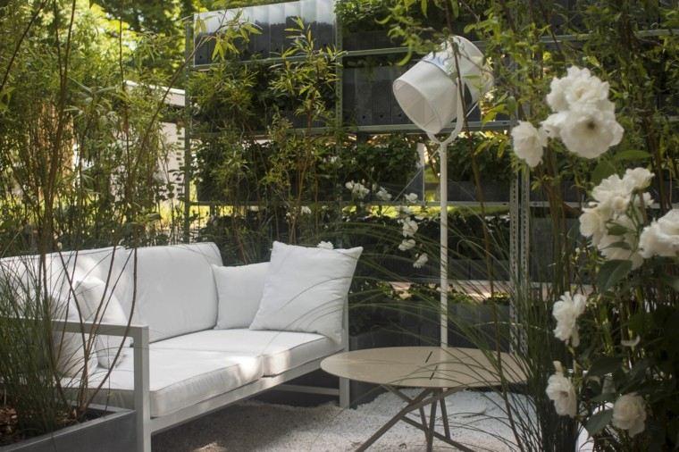 patio sofa flores mesa grava lampara