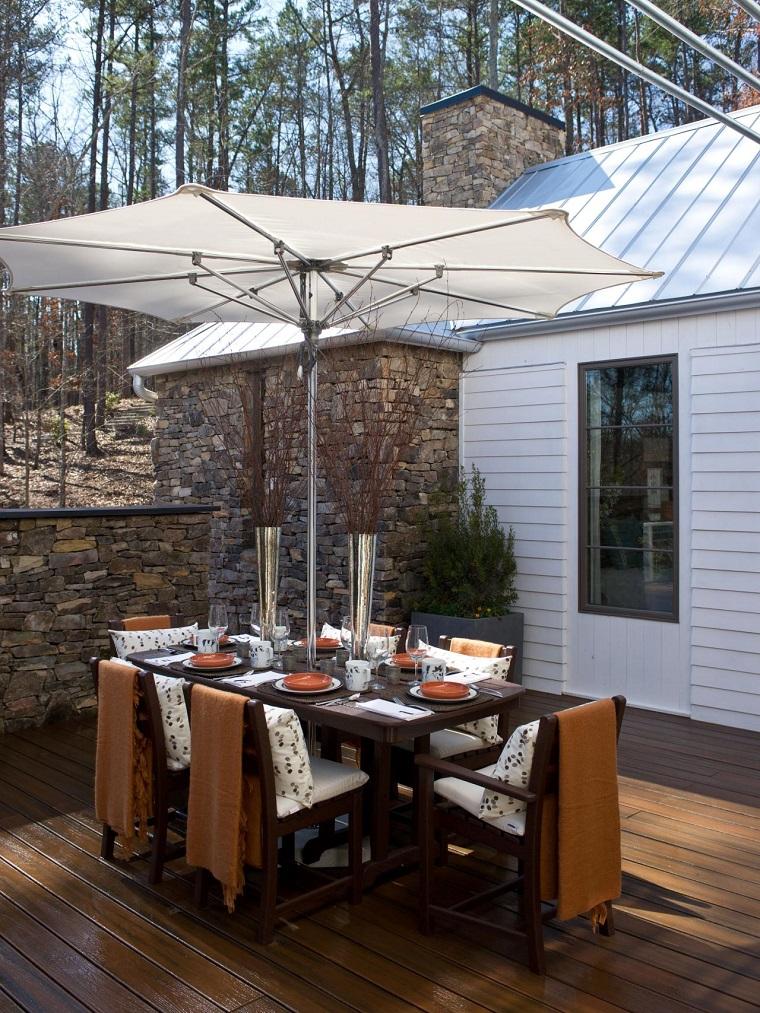patio sombrilla blanca ideas comidas aire libre mesa