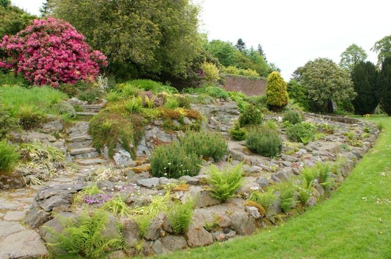 pendiente jardin muro rocas camino escalonado