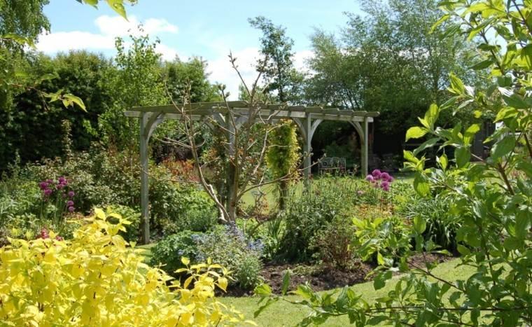 pérgola escondida jardin plantas jungla