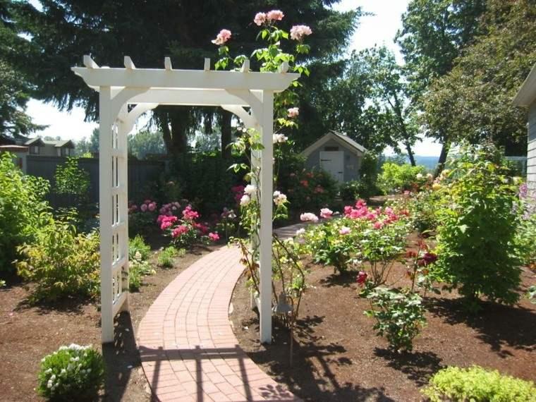 pergola jardin mantillo rosas ladrillos
