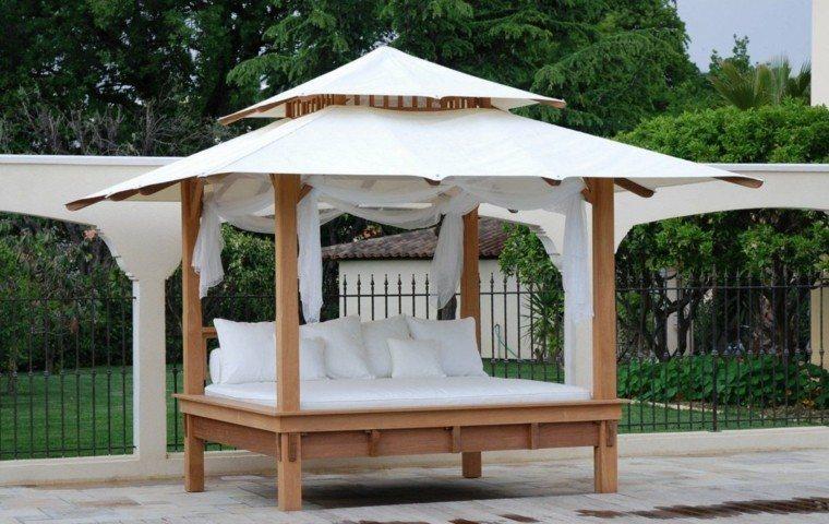 pergola madera cama blanca patio
