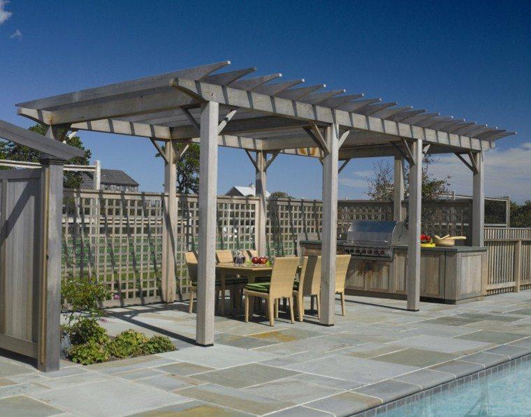 pérgola madera gris piscina sillas