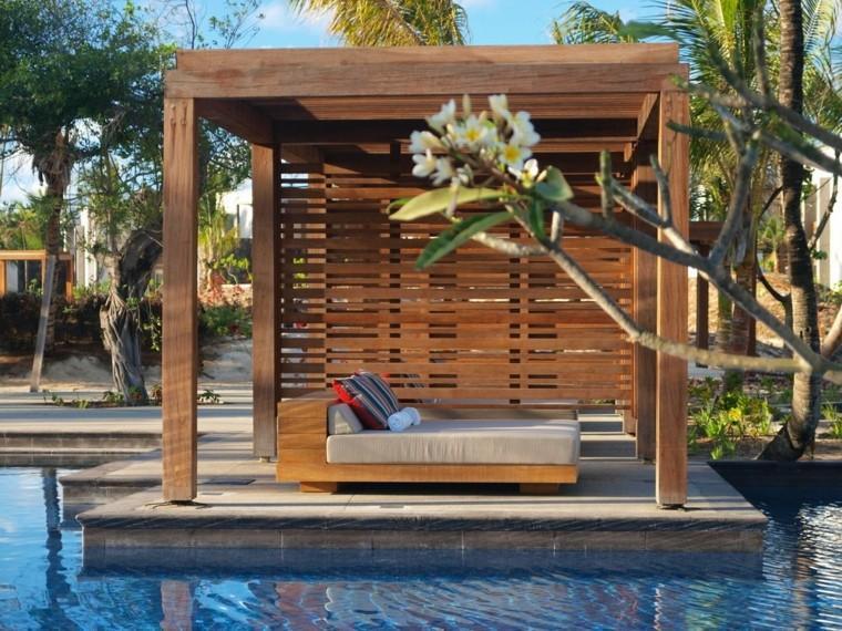 pergola madera teca pequña piscina