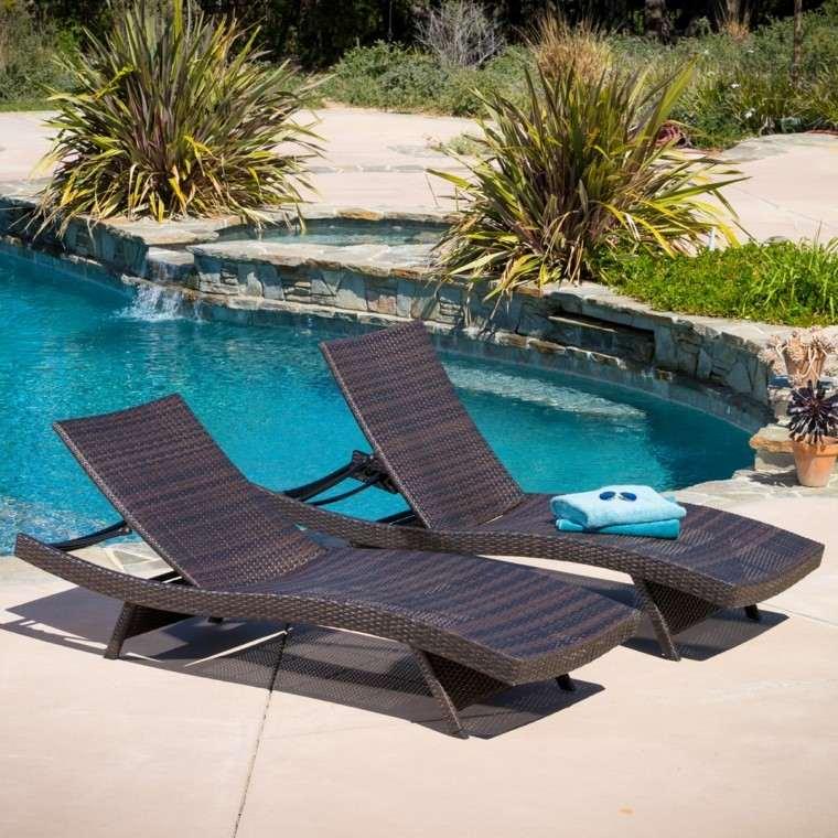 piscina exterior muebles tumbona toalla