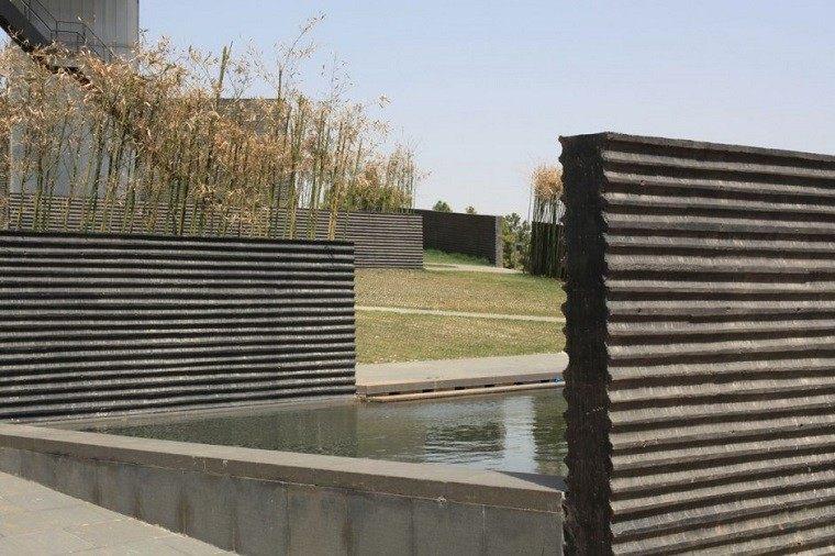 piscina muros minimalistas hormigon