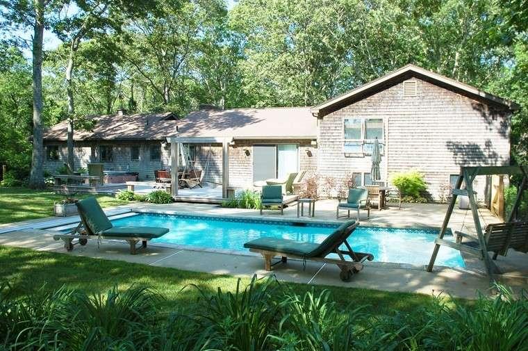piscinas jardin trasero casa columpio tumbonas modernas