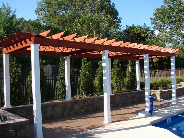piscinas y pérgolas de madera columnas blanco plantas