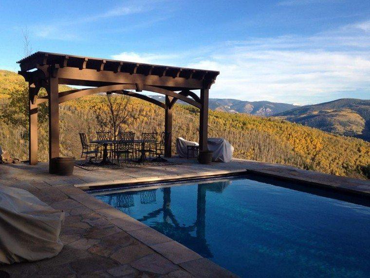 piscinas y pérgolas de madera sillas metalicas montañas