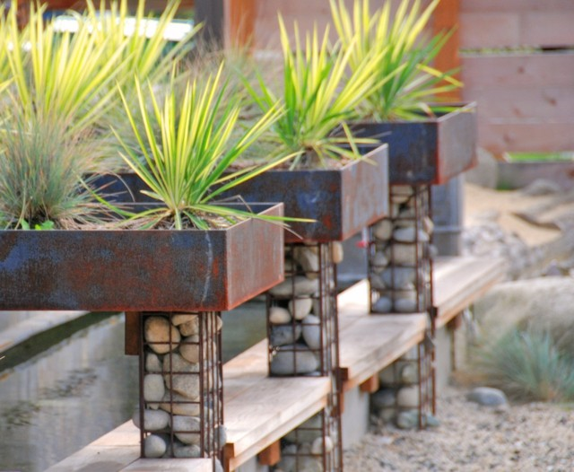 plantas decoracion piedras metal base rocas