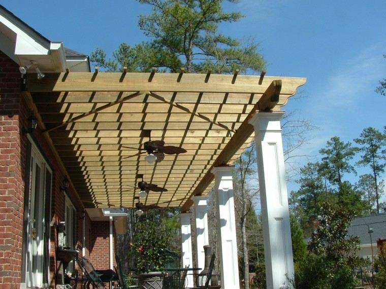 porche madera columnas cemento yeso