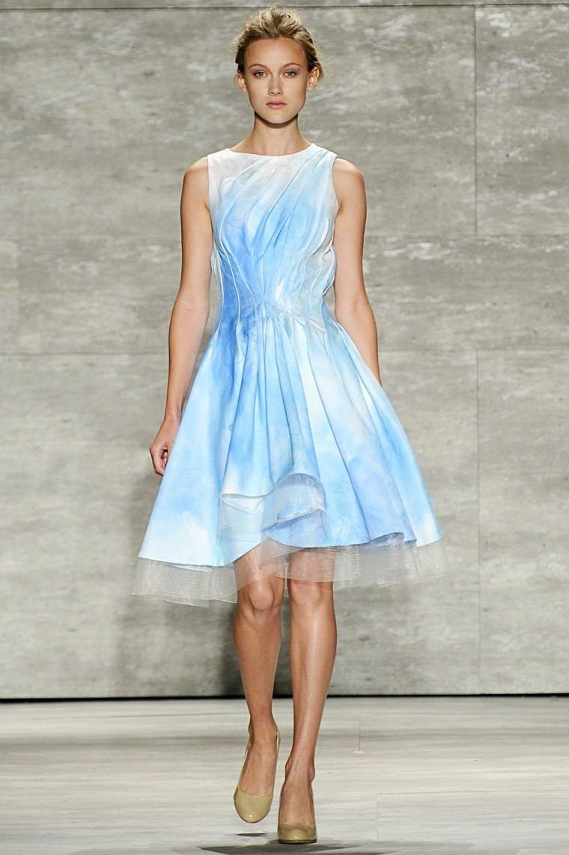 precioso vestido celeste tul debajo