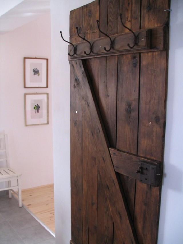 Ideas para muebles diy justos a tu medida for Muebles con puertas viejas