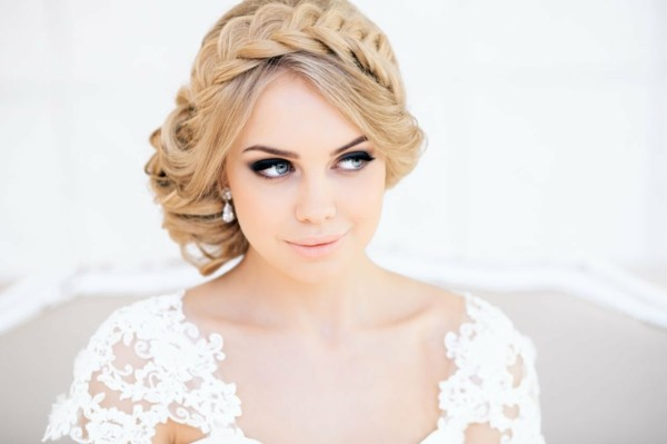 peinado novia recogido bajo trenza flequillo