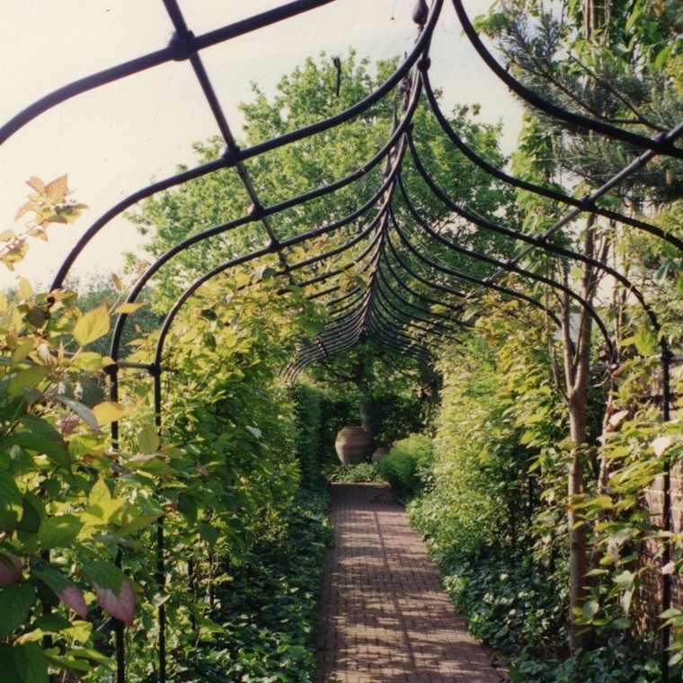 rejas pasillo metal negro jardin