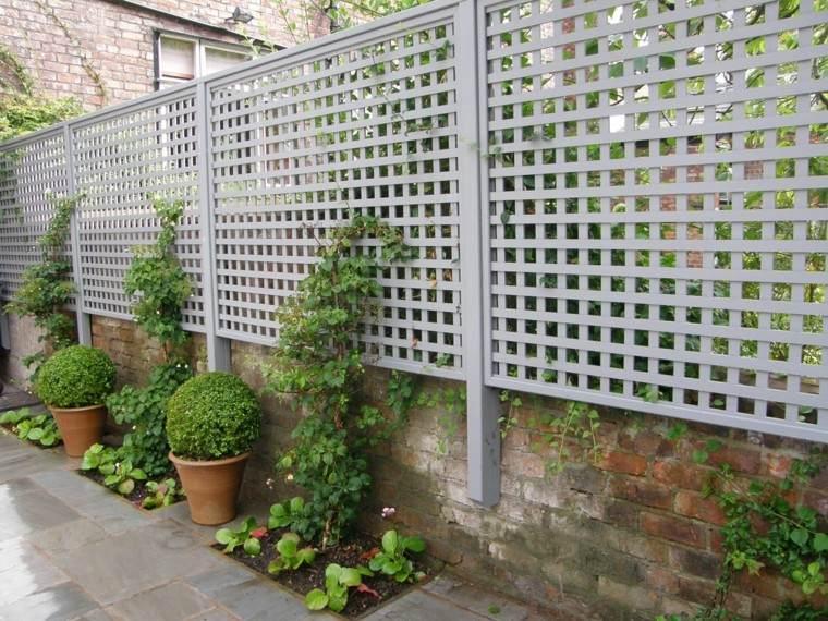 estilo en el jard n con enrejados para plantas trepadoras. Black Bedroom Furniture Sets. Home Design Ideas