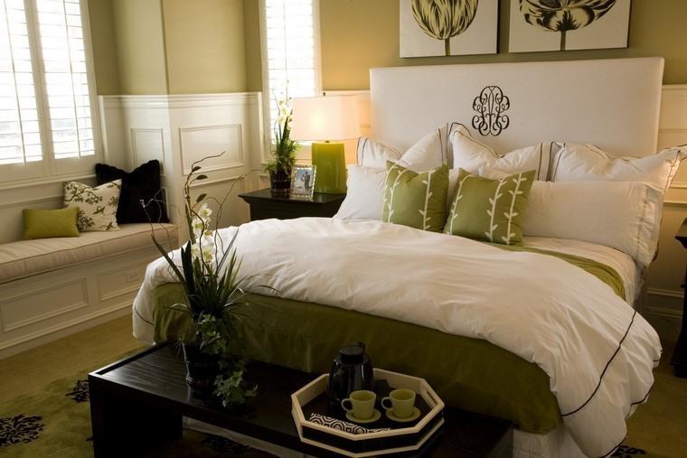 cama grande cojines verdes ideas interesantes