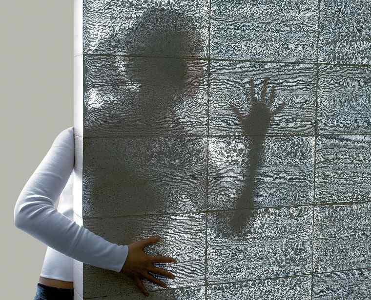 revestimiento de paredes hormigon demostración translucido