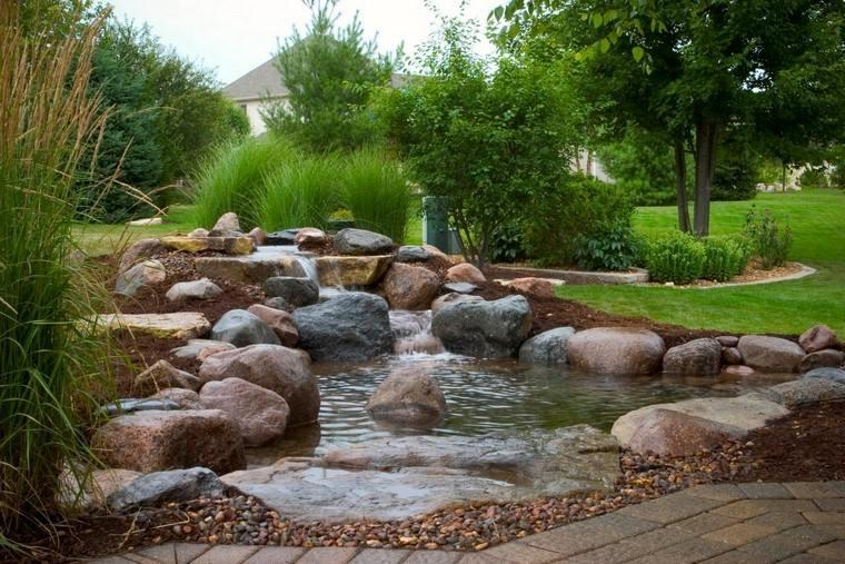 rocas agua adoquines arboles natural