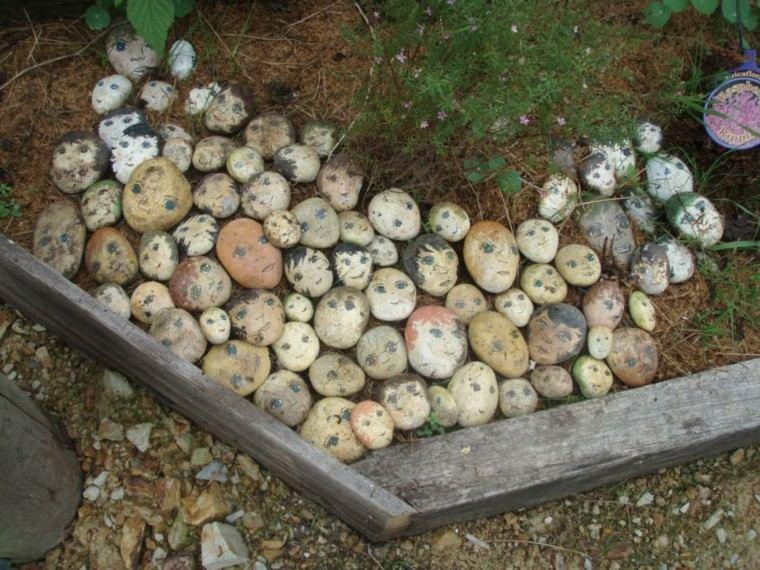rocas decoradas caras personas ojos