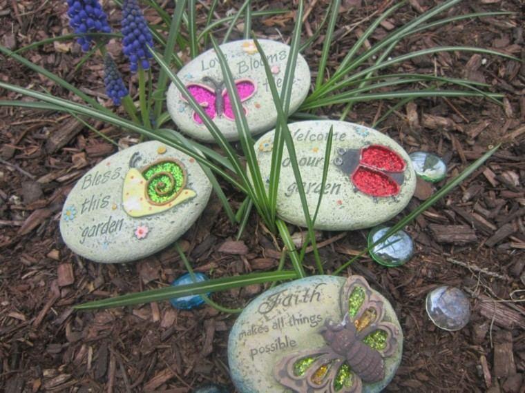 rocas decoradas jardines pintadas