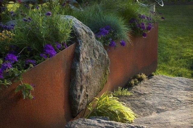 rocas jardin acero flores diseño jardineria