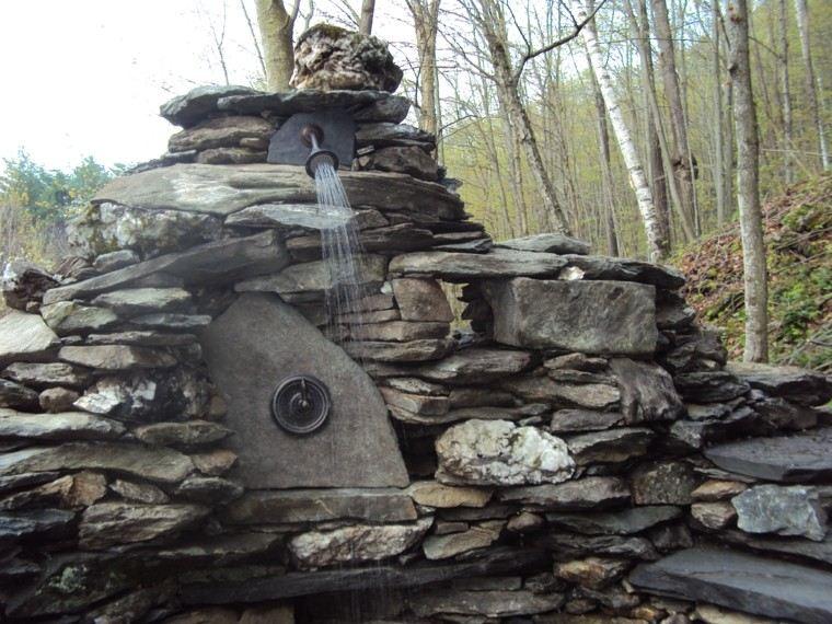rocas piedras ducha patio bosque