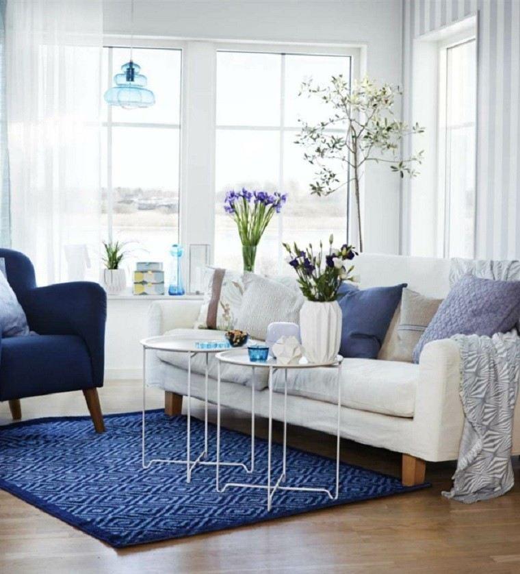salon alfombra butaca azul boho pequeno flores frescas ideas