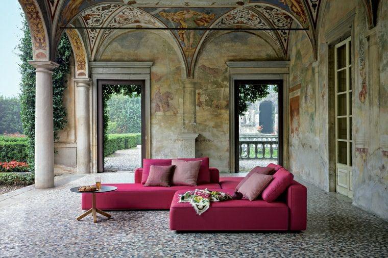 salones exterior sofa columnas rosa