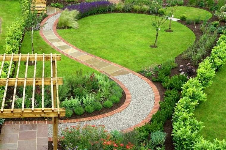 senderos jardines cesped camino ondulado